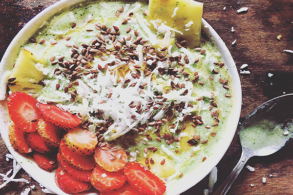 Pineapple strawberry green smoothie bowl